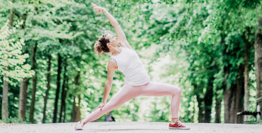 11Nancy in Yoga Pose im Park